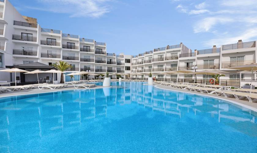 Schwimmbad hotel palmanova suites by trh magaluf