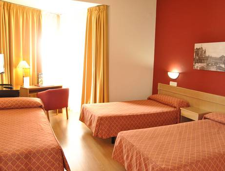 DOUBLE ROOM WITH EXTRABED Hotel TRH La Motilla Business & Cultural en Dos Hermanas